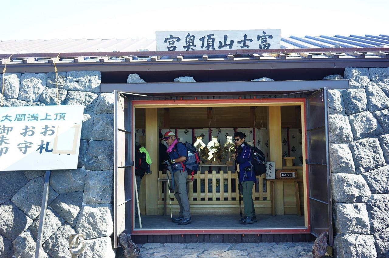 日中の富士山山頂